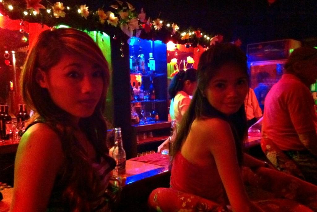 マンゴーバーアンドレストラン(Mango Bar and Restaurant)は女の子もエロくてかわいい子が多い!
