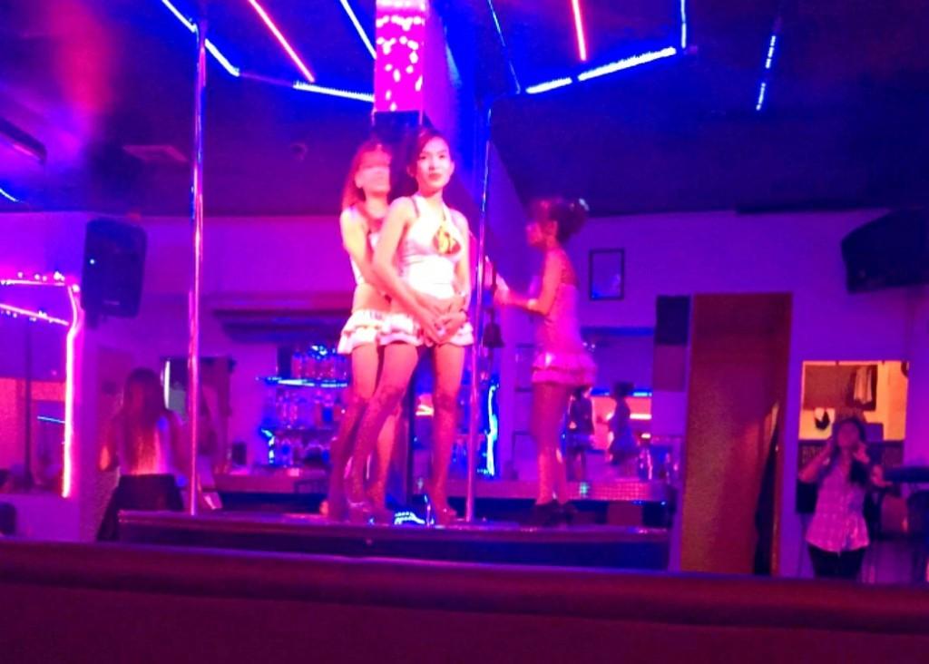 フィリピンのセブ島の夜遊びでビキニバーのシスターズ(Sisters)の場所や行き方、料金などの詳細は?