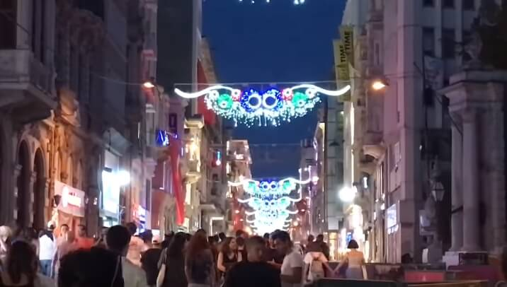 イスタンブールの「トルコ人専用の飾り窓タイプの置屋」とは?