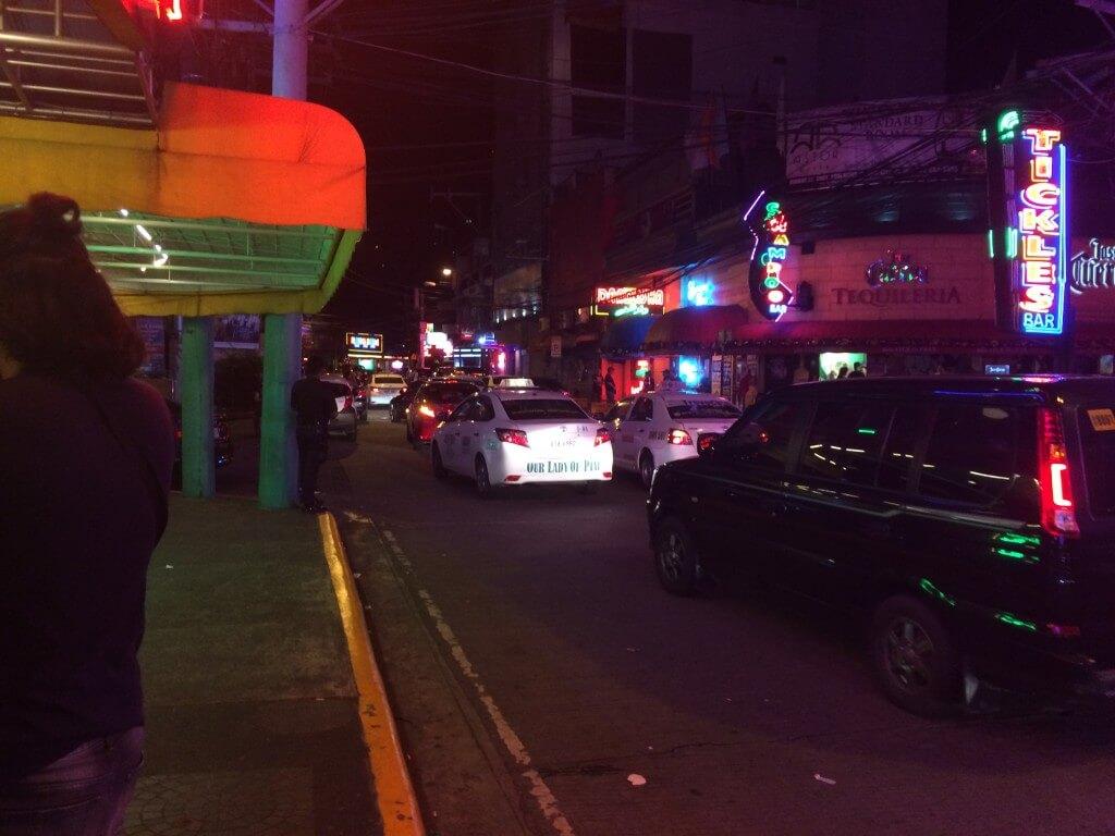 マカティのブルゴス通りのゴーゴーバーやエロマッサージ
