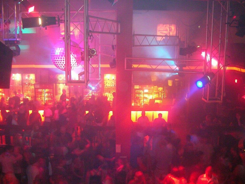 リマの風俗でディスコティカ(クラブ)はサルサとスペイン語が必須の理由とは?