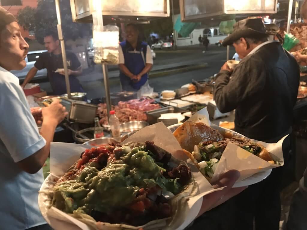 ティファナの風俗や夜遊びでもっとも賑わう香港バー(Hong Kong Bar)とは?
