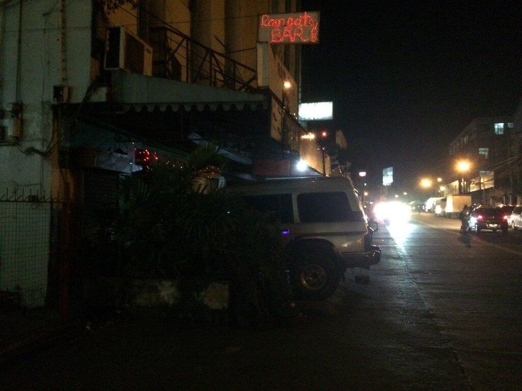 ガトゥスラオストリート(Gatuslao St)沿いのバー