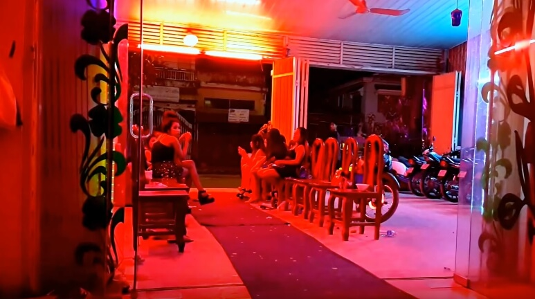シェムリアップの風俗でKTV(カラオケ)のトップタウン(Top Town)はカンボジア人の女の子がいっぱい!?