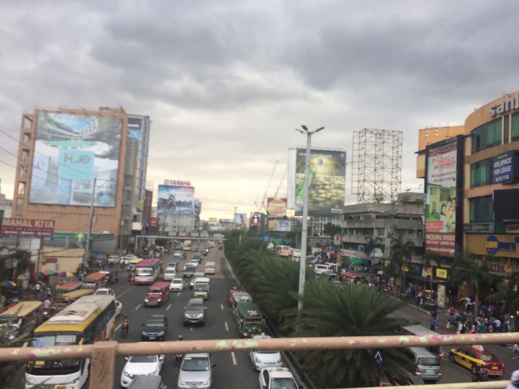 フィリピンのマニラのエドコン(エドサ コンプレックス)のゴーゴーバーはお持ち帰りやママさんがすぐに寄ってくるぞ!