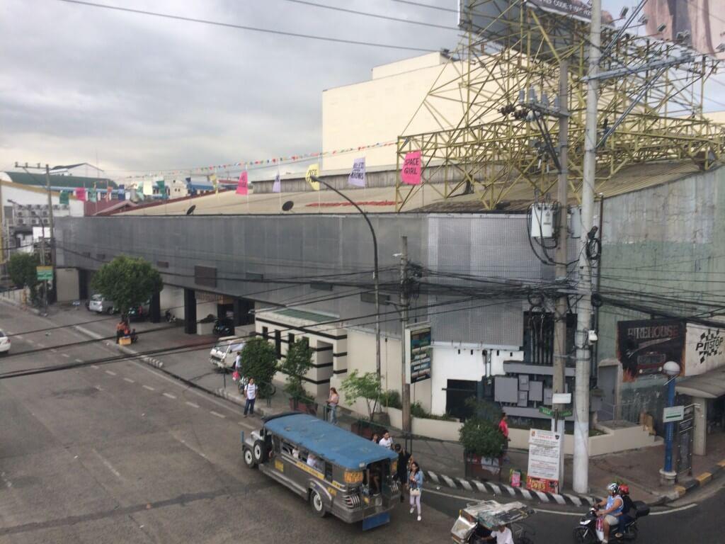 フィリピンのマニラのエドコン(エドサ コンプレックス)はゴーゴーバーの複合施設